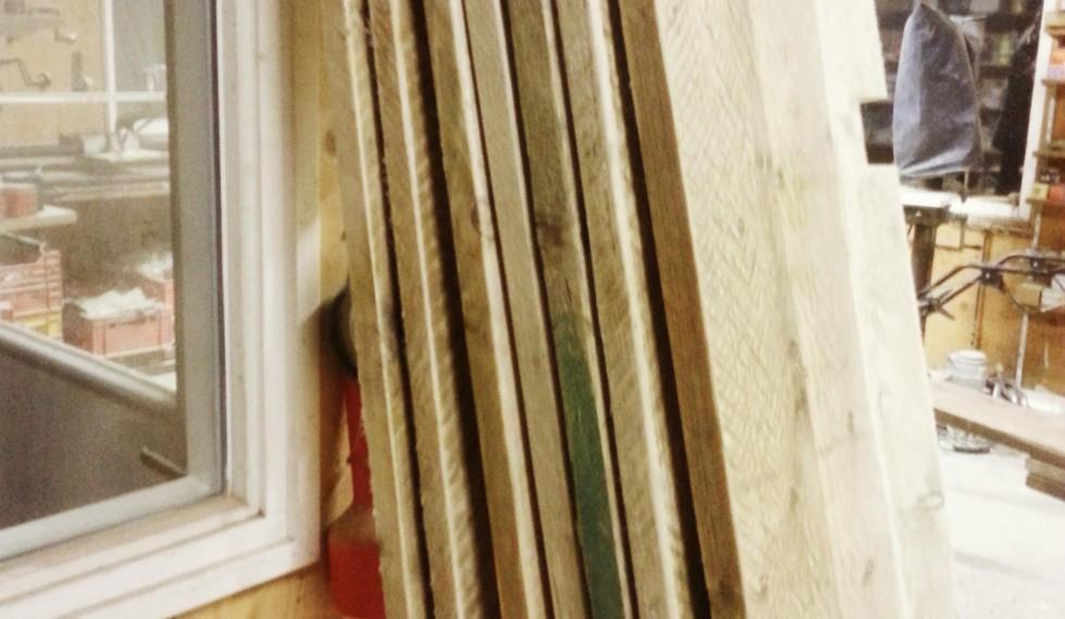 Boekenkast gebruikte gegalvaniseerde steigerbuizen en gebruikte steigerplanken R04 001