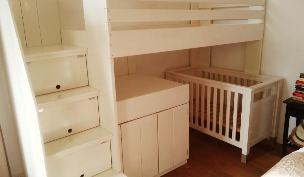 hoogslaper met commode en opbergruimte onder trap R04 004
